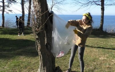 """SUNY Oswego celebrates Earth day with """"Shining Waters"""" clean-up"""